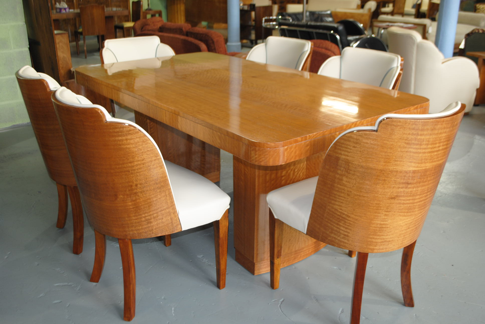 Epstein dining table and 6 cloud back chairs in fiddle for Art dining room furniture