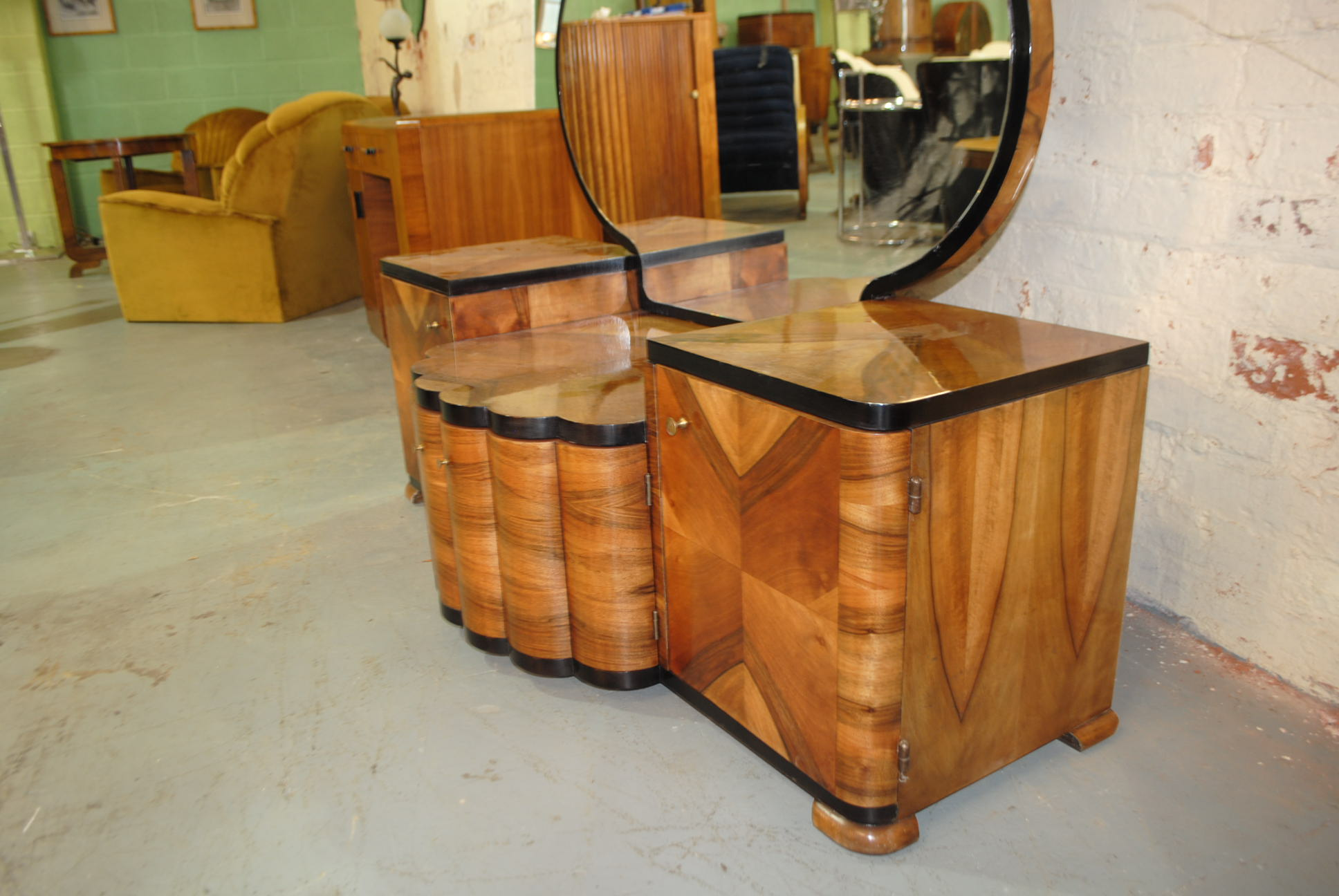 Amazing Beautiful Standout Dressing Table With Exquisite Veneer Work All Round.  Fluted Curved Centre Doors And 2 Outer Doors Allow Plenty Storage Space.